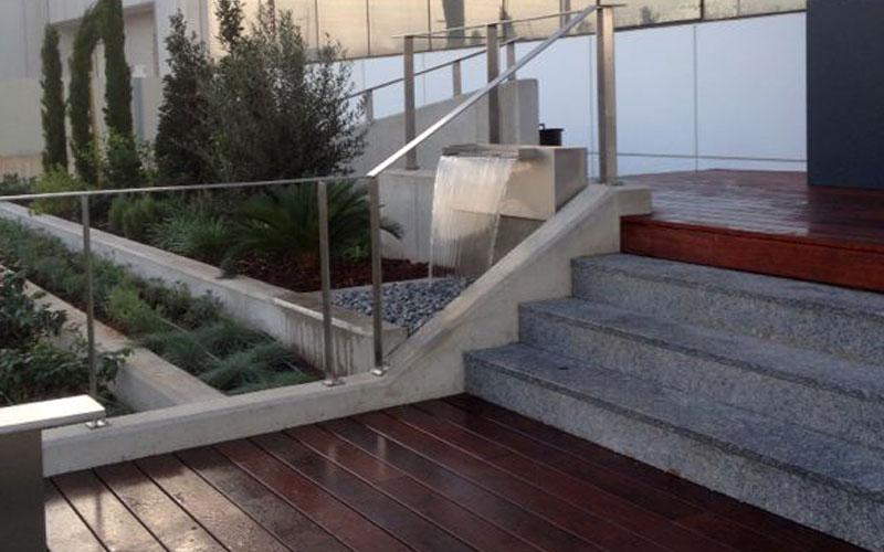 cascada-acceso-al-edificio-oficinas-4
