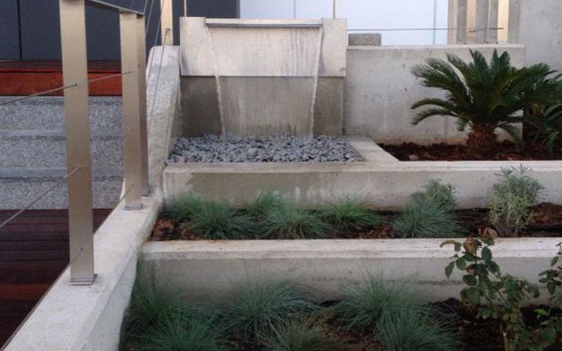 cascada-acceso-al-edificio-oficinas-5